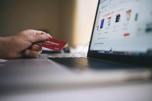 Ecommerce causes last-mile networks to creep closer to consumers (Photo: Pexels)